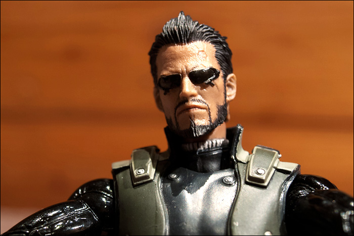Deus-Ex-Human-Revolution-Collector's-Edition-Figure-Close