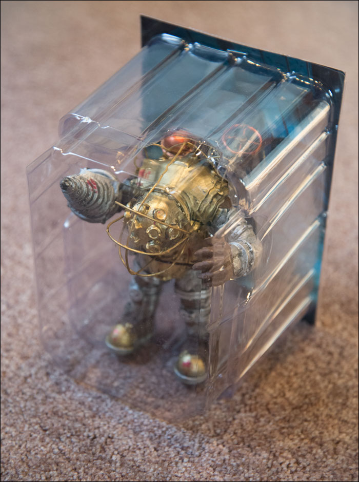 BioShock-Collector's-Edition-Big-Daddy-Figure
