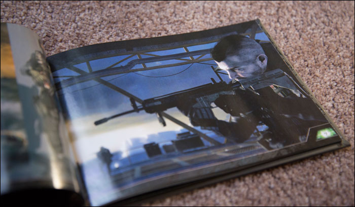 Call-Of-Duty-Modern-Warfare-2-Hardened-Edition-Artbook-Soldier