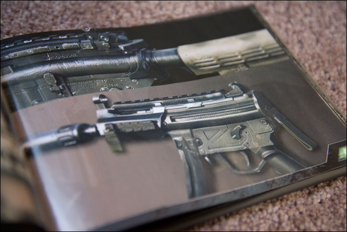 Call-Of-Duty-Modern-Warfare-2-Hardened-Edition-Artbook-Submachine-Gun