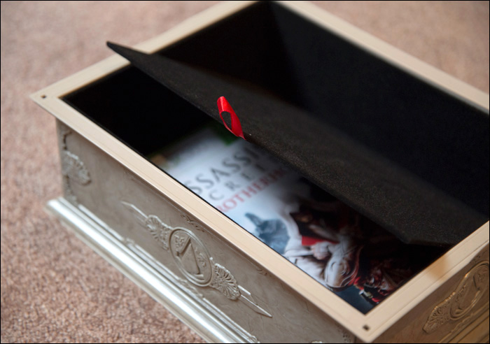 Assassins-Creed-Brotherhood-Codex-Edition-Box-Hidden-Compartment
