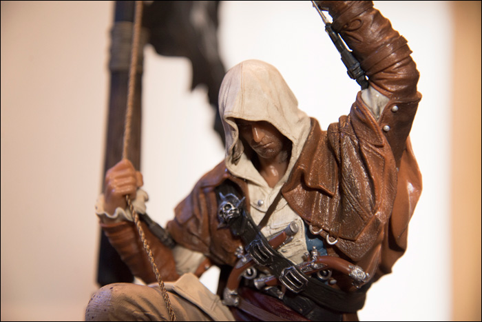Assassin's-Creed-IV-Black-Flag-Buccaneer-Edition-Edward-Kenway-Statue-Close