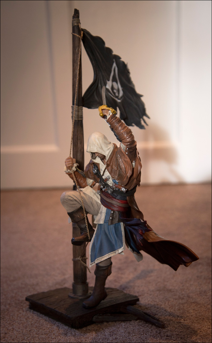 Assassin's-Creed-IV-Black-Flag-Buccaneer-Edition-Edward-Kenway-Statue