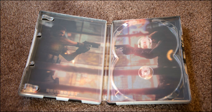 Resident-Evil-6-Collector's-Edition-Hoodie-Steelbook-Inside