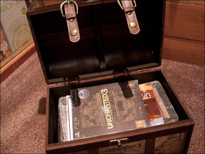 Uncharted-3-Explorer-Edition-Chest-Opened
