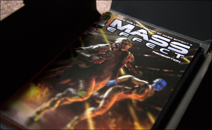 Mass-Effect-2-Collector's-Edition-Inner-Box-Open