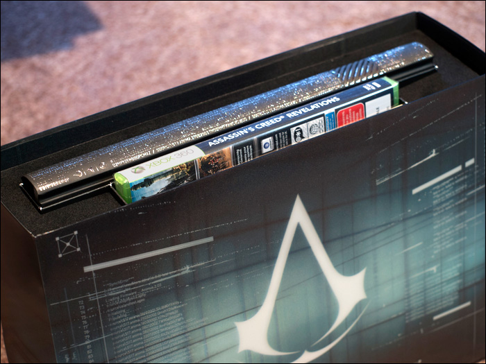 Assassin's-Creed-Revelations-Animus-Edition-Box-Open