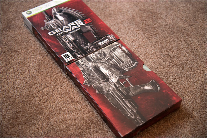 Gears-of-War-2-Limited-Edition-Chainsaw-Box