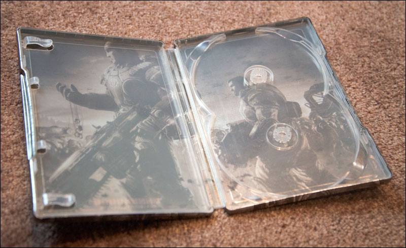 Gears-of-War-2-Limited-Edition-Steelbook-Open