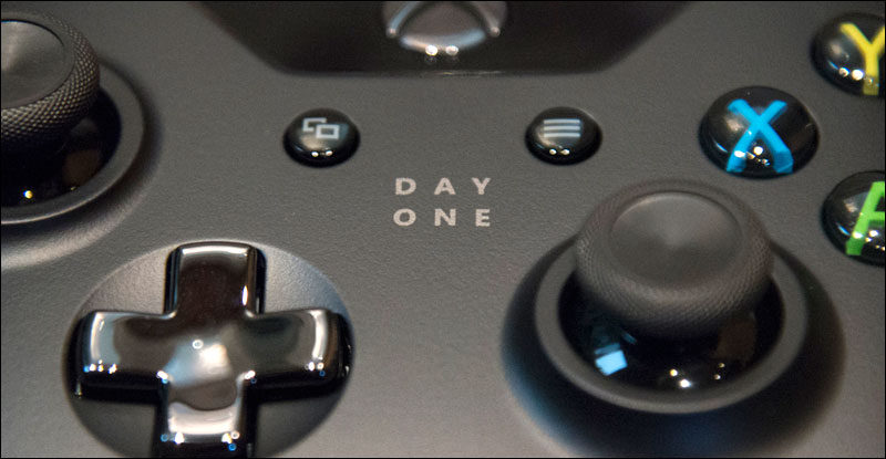 Xbox-One-Day-One-Controller-Close