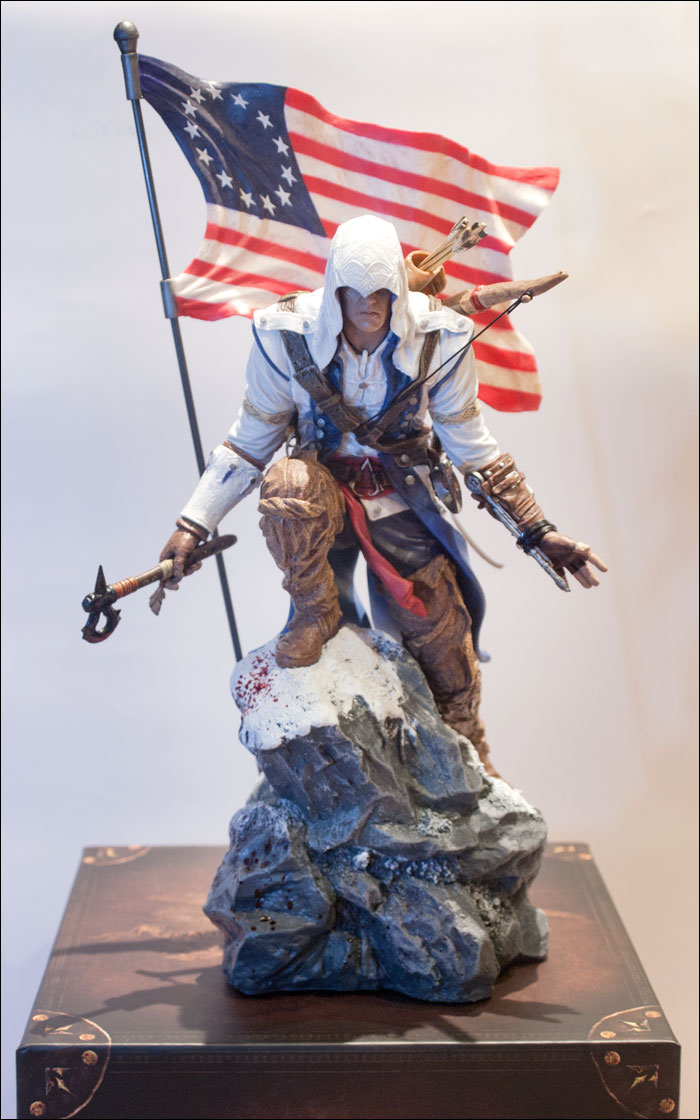 Assassin's-Creed-III-Freedom-Edition-Connor-Statue