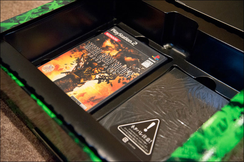 Metal-Gear-Solid-3-Premium-Package-Open-2