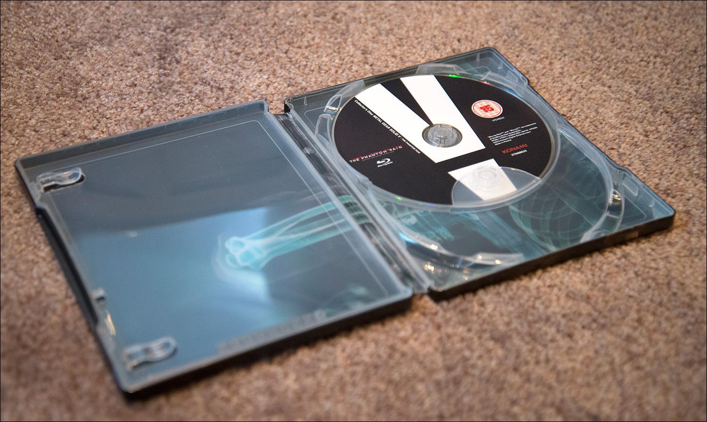 MGSV-TPP-CE-Steelbook-disc