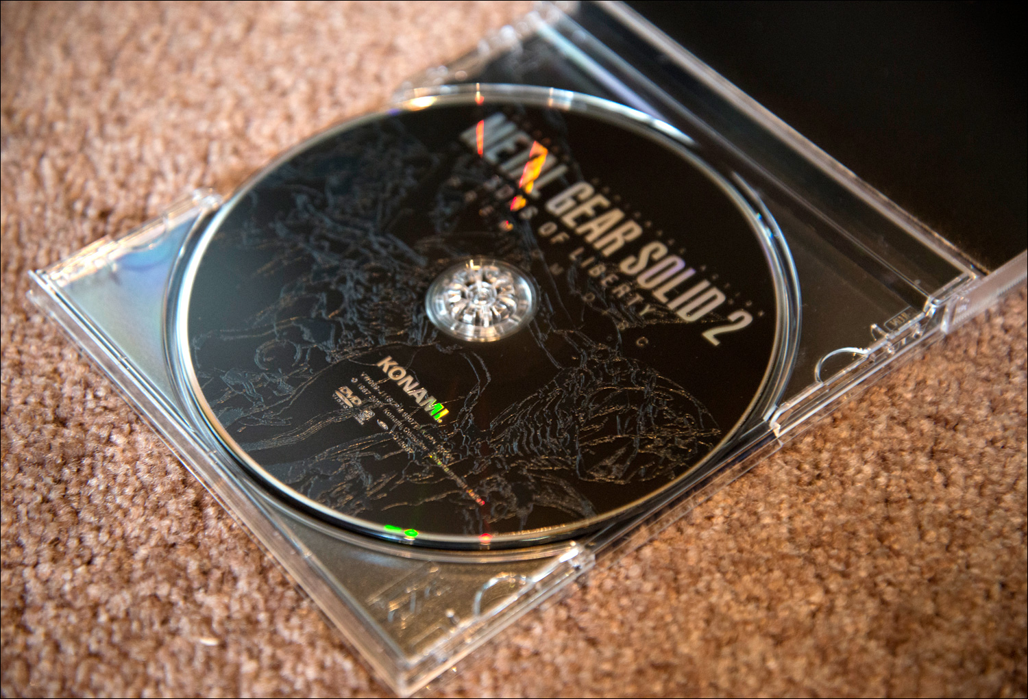 Metal-Gear-Solid-2-Sons-of-Liberty-Premium-Package-Premium-Disc-Open