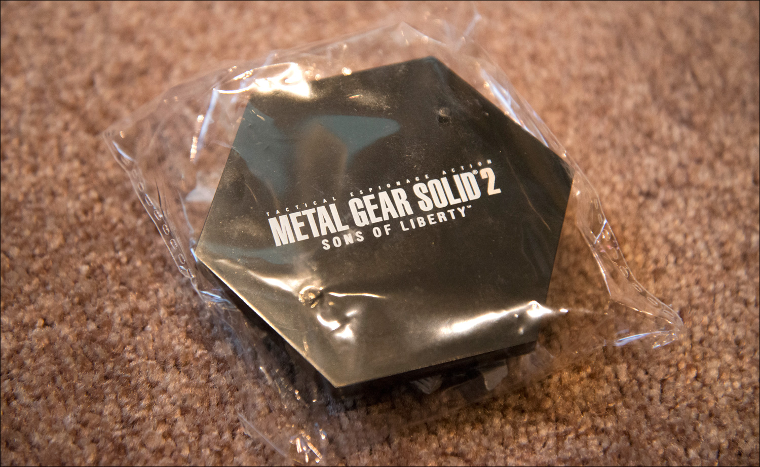 Metal-Gear-Solid-2-Sons-of-Liberty-Premium-Package-Snake-Figure-Pedestal
