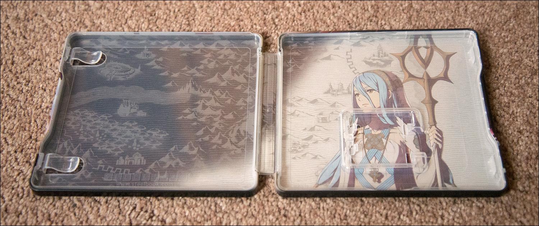 Fire-Emblem-Fates-Special-Edition-Steelbook-Inside