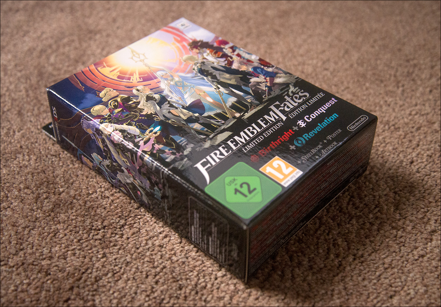 Fire Emblem Fates Special Edition, contains all 3 games on 1 cartridge, double sided poster, art book and steelbook
