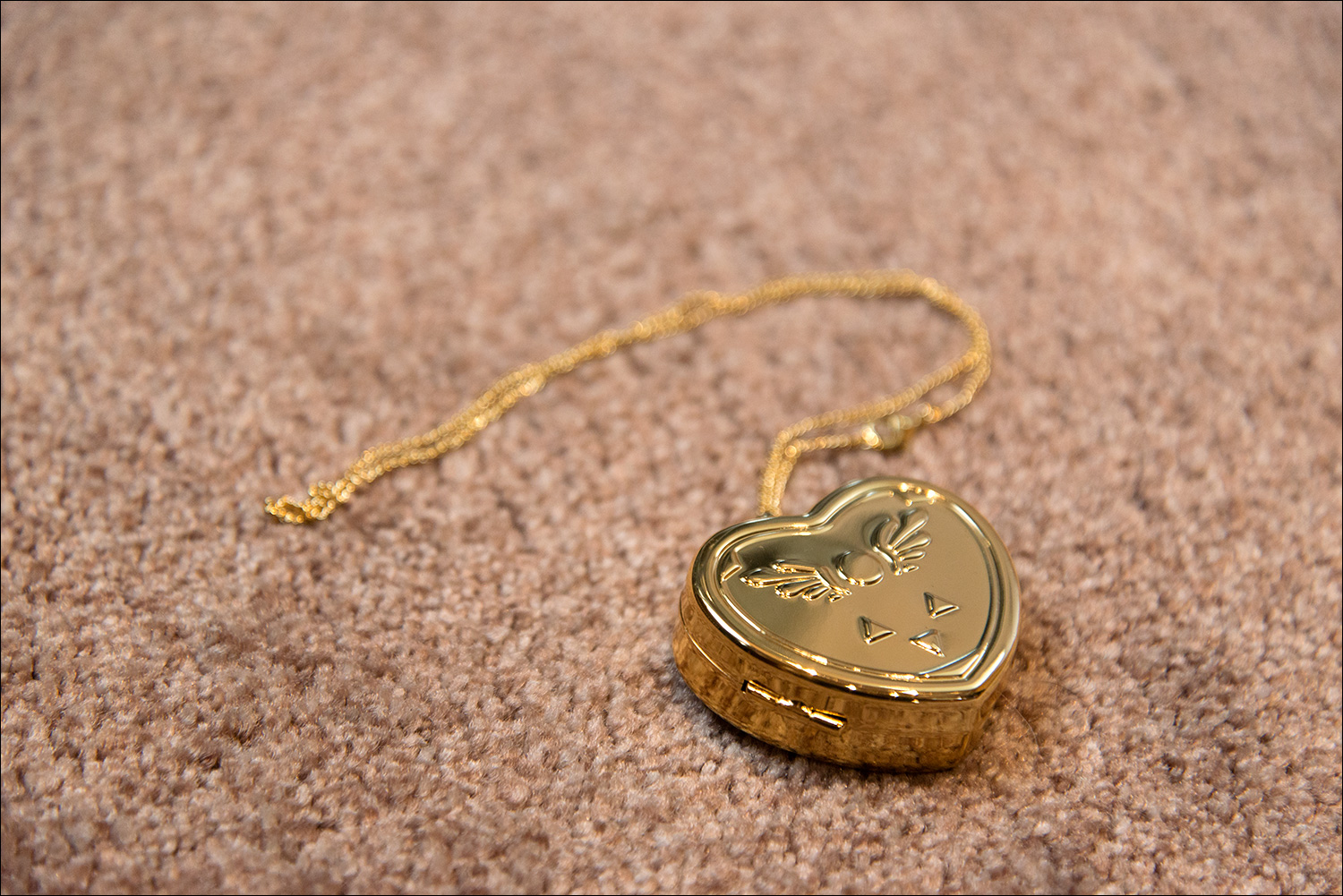 Undertale collectors edition video game shelf reveal a working music box it can be winded up using the little key on the back and yes this is actually a 14k gold plated brass locket aloadofball